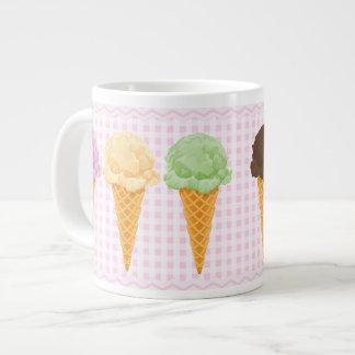Conos de helado rosados de la guinga taza jumbo