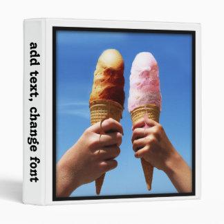 Conos de helado triples de la cucharada