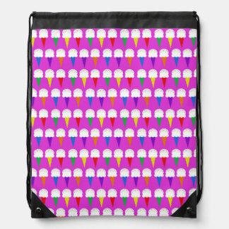 Conos del arco iris en rosa purpurino mochilas