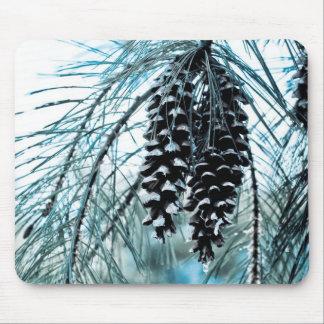 Conos del pino del invierno tapetes de ratón