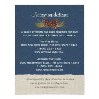 """Conos del pino y azules marinos de la tarjeta de invitación 4.25"""" x 5.5"""""""