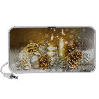 Conos del pino y velas del navidad portátil altavoces