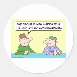 consecuencias involuntarias de la boda pegatinas redondas