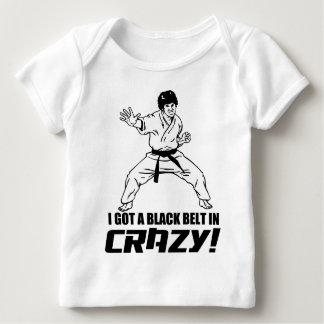 Conseguí una correa negra en loco playera de bebé