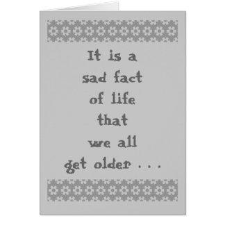 Conseguir un más viejo humor de la lápida tarjeta de felicitación