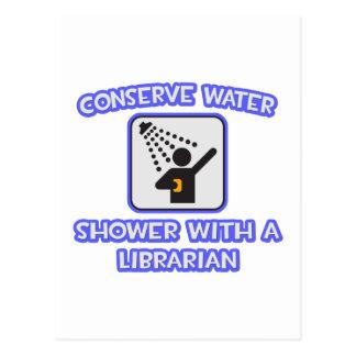Conserve el agua. Ducha con un bibliotecario Postal
