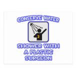 Conserve el agua. Ducha con un cirujano plástico Postal