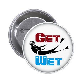 Consiga el botón mojado del buceador