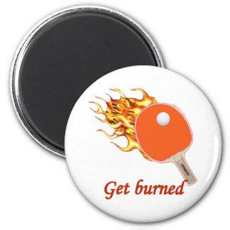 Consiga el ping-pong llameante quemado imán redondo 5 cm