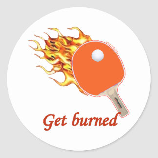 Consiga el ping-pong llameante quemado pegatina redonda