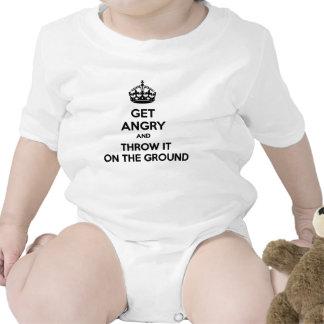 Consiga enojado y láncelo en la tierra traje de bebé