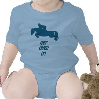 Consiga sobre él el caballo traje de bebé