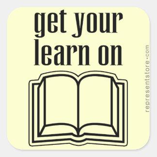 Consiga su aprenden en el libro de escuela pegatina cuadrada