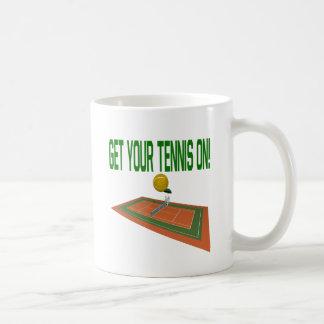 Consiga su tenis encendido taza de café