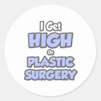 Consigo alto en cirugía plástica etiqueta redonda
