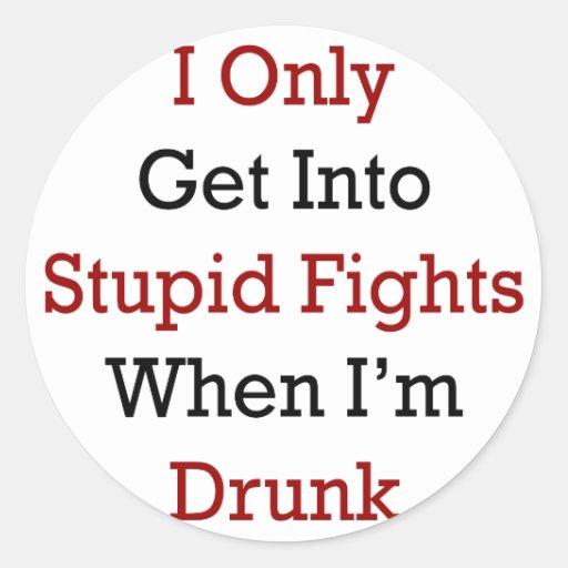 Consigo solamente en luchas estúpidas cuando me pegatina redonda
