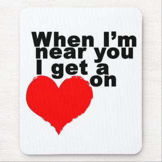 Consigo un corazón en tarjeta del día de San Valen Alfombrilla De Raton