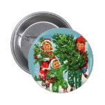 Consiguiendo al árbol de navidad el botón redondo pins