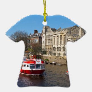 Consistorio de York con el barco de río Ornatos