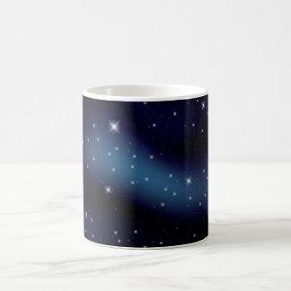 Constelación estrellada oscura taza clásica