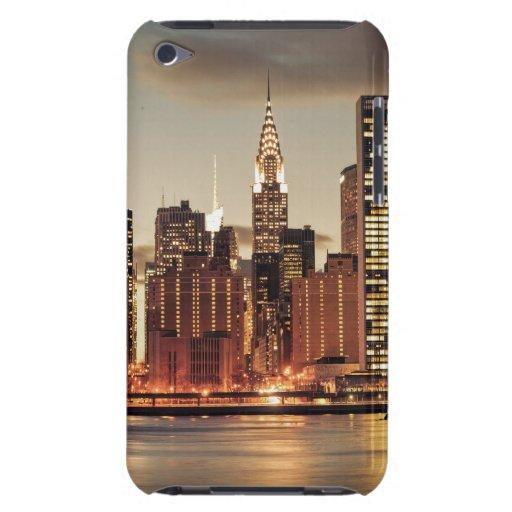 Construcción de Chrysler y horizonte de NYC iPod Case-Mate Cobertura