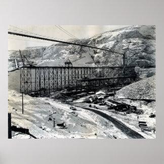 CONSTRUCCIÓN de DAM MAGNÍFICO C. 1936 de COULEE Poster