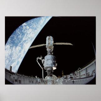 Construcción de la estación espacial internacional poster