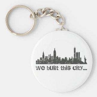 Construimos esta ciudad… (Nueva York) Llavero Redondo Tipo Pin
