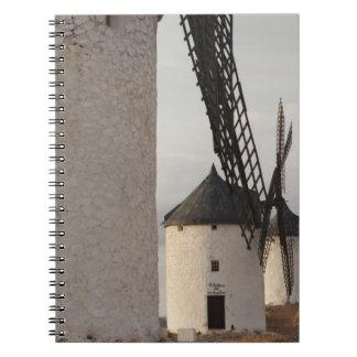 Consuegra, molinoes de viento antiguos 2 de Mancha Note Book