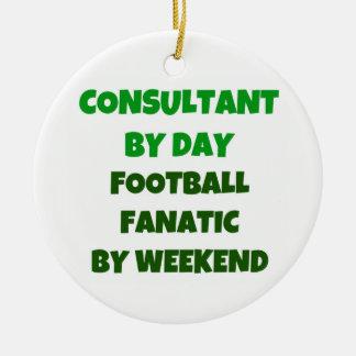 Consultor del fanático del fútbol del día por fin adorno navideño redondo de cerámica