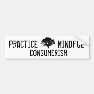 Consumerismo atento de la práctica etiqueta de parachoque
