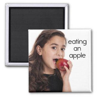 Consumición de un imán del refrigerador de Apple
