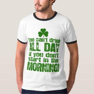 Consumición del día de St Patrick divertido Playera