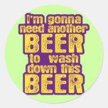 Consumición divertida de la cerveza pegatinas redondas