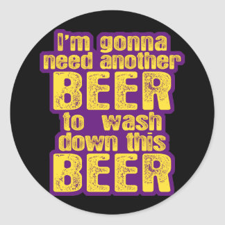 Consumición divertida de la cerveza pegatina redonda