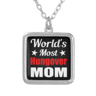 Consumición divertida de la mamá más hungover del joyerias personalizadas