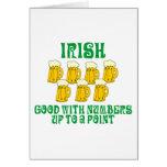 Consumición divertida del irlandés felicitacion