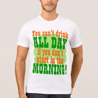 Consumición verde divertida del día de la cerveza t shirt