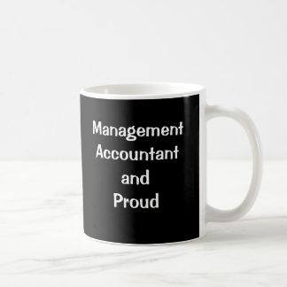 Contable de la gestión y orgulloso taza básica blanca