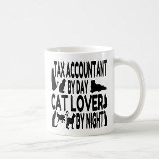 Contable del impuesto del amante del gato taza clásica