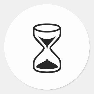 Contador de tiempo negro de la arena etiquetas redondas