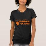 Contando con una pequeña calabaza en octubre camisetas