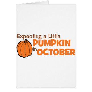 Contando con una pequeña calabaza en octubre felicitación