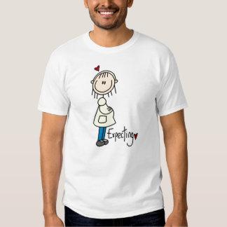 Contar con las camisetas y los regalos del bebé playera