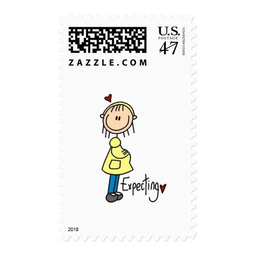 Contar con las camisetas y los regalos del bebé sellos postales