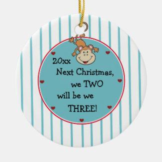 Contar con nuestro 1r bebé y lo es adorno navideño redondo de cerámica