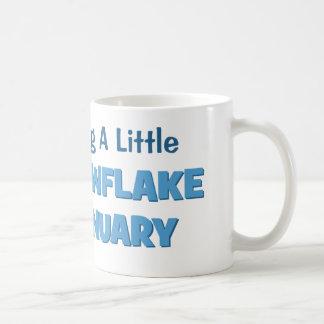 Contar con una pequeña maternidad del copo de taza de café