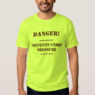 Contenido debajo de la camiseta de la presión polera