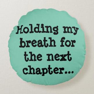 Conteniendo mi respiración para el capítulo cojín redondo