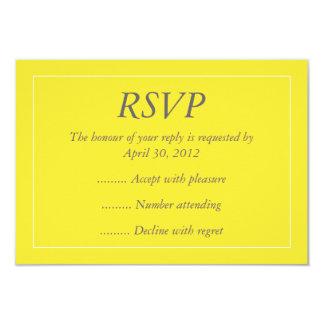 Contestación amarilla y blanca del acontecimiento, invitacion personal